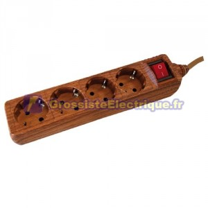 Plusieurs base de bois 4 prises (4T) avec 1,5 mètres de câble série bois.