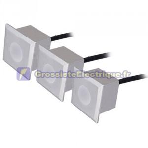 Septembre 3 feux carrés 0,6 W 6 LED - IP54 - nickel mat, 40x40x57mm.